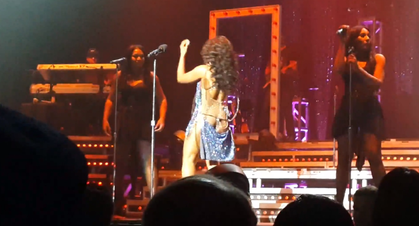 Oops! Toni Braxton flashes her butt on stage